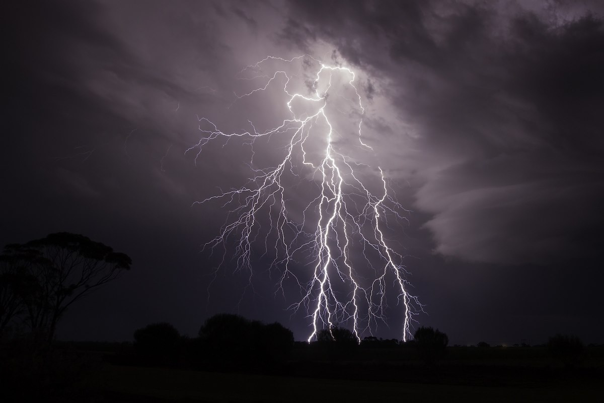 Lightning  آرمان جنگ میری