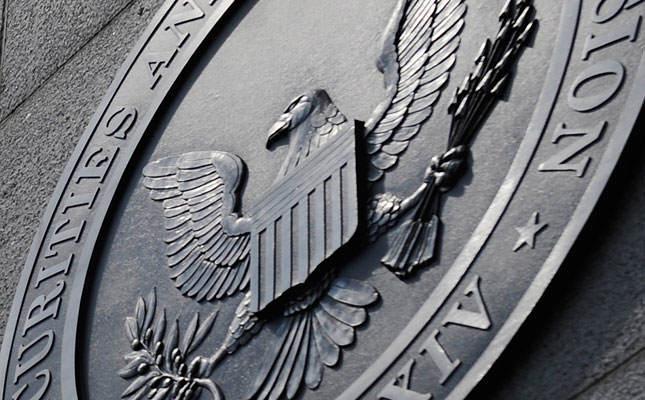 تعلیق معامله دو محصول مربوط به رمز ارز بیت کوین و اتریوم توسط SEC