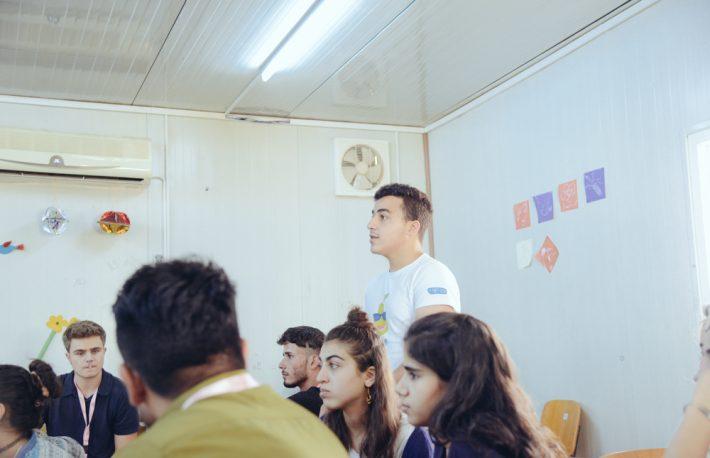 در کمپ مهاجران سوری در عراق، یوسف مبانی رمز ارزها را آموزش میدهد